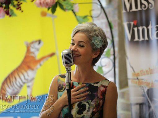 """Sarah Barker – """"Miss Vintage"""""""